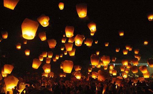 Heissluftballon-Himmelslaterne-Skyballon-Glueckslaterne