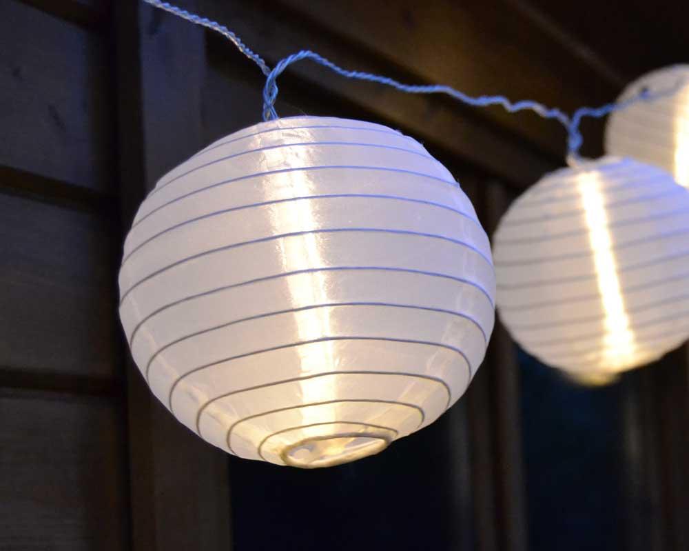 led lichterkette mit wei en xxl lampions 15 warmwei e leds. Black Bedroom Furniture Sets. Home Design Ideas