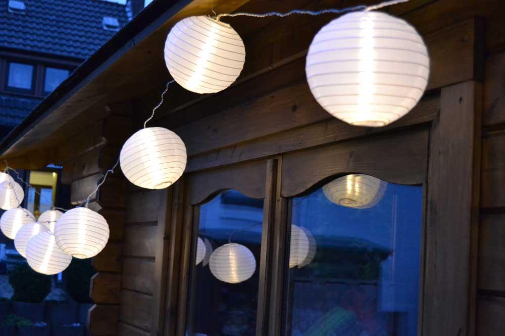 LED Lichterkette mit 15 weißen XXL Lampions