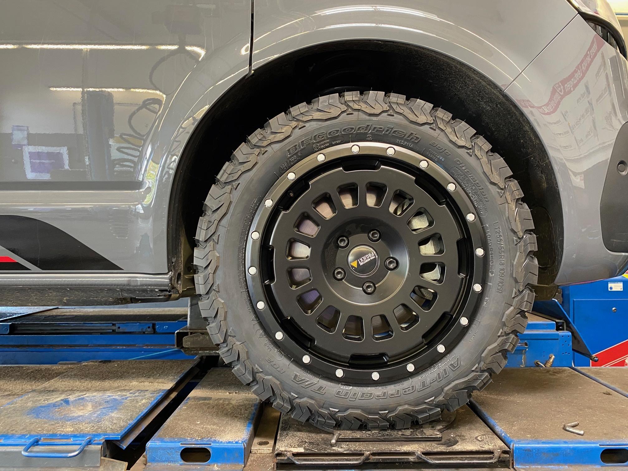 4x Allterrain Felge 8x18 schwarz matt für VW T5 T6 T6.1 Twin Monotube Projekt AT