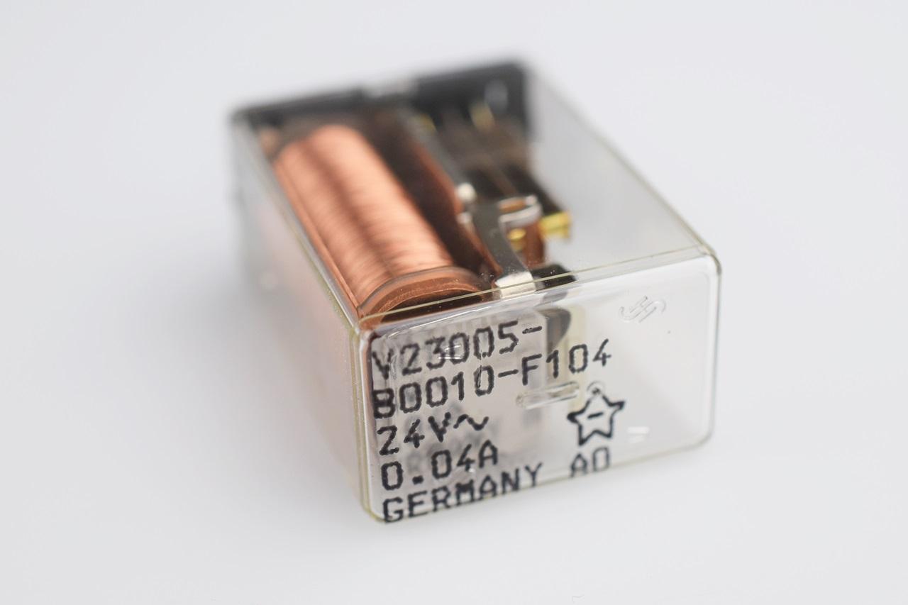 Siemens relé v23005-b0010-f104 Relay 24v 5a #700292