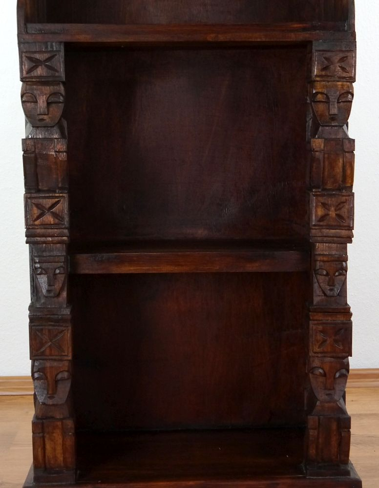 regal mit schnitzerei braun b cherregal standregal. Black Bedroom Furniture Sets. Home Design Ideas