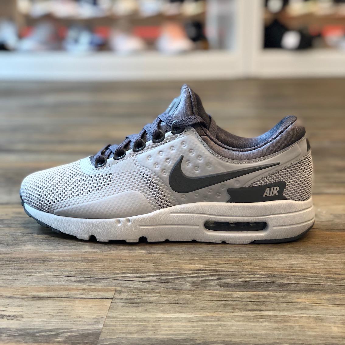 Détails sur Nike Air Max Zero taille 41 Running Sneaker Chaussures Gris 270 90 876070 012 afficher le titre d'origine